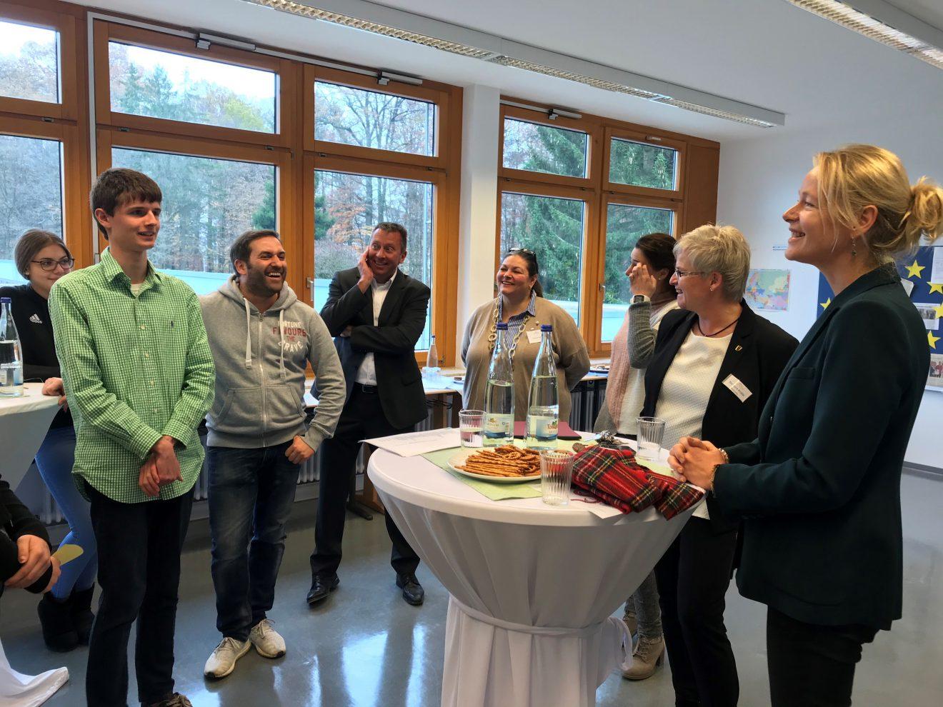 """Schulbesuch an der GMS Eichholz in Sindelfingen: """"Ein Erfolgsmodell mit Vorbildcharakter"""""""